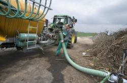 Переработка навоза на животноводческой ферме